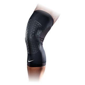 NIKE Pro Combat Hyperstrong Knee Sleeve Black / Black