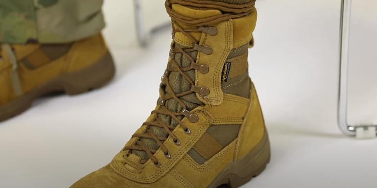 How to Blouse Your Military Boots - step 01
