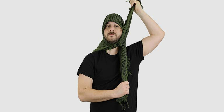 How to tie a shemagh- step 03